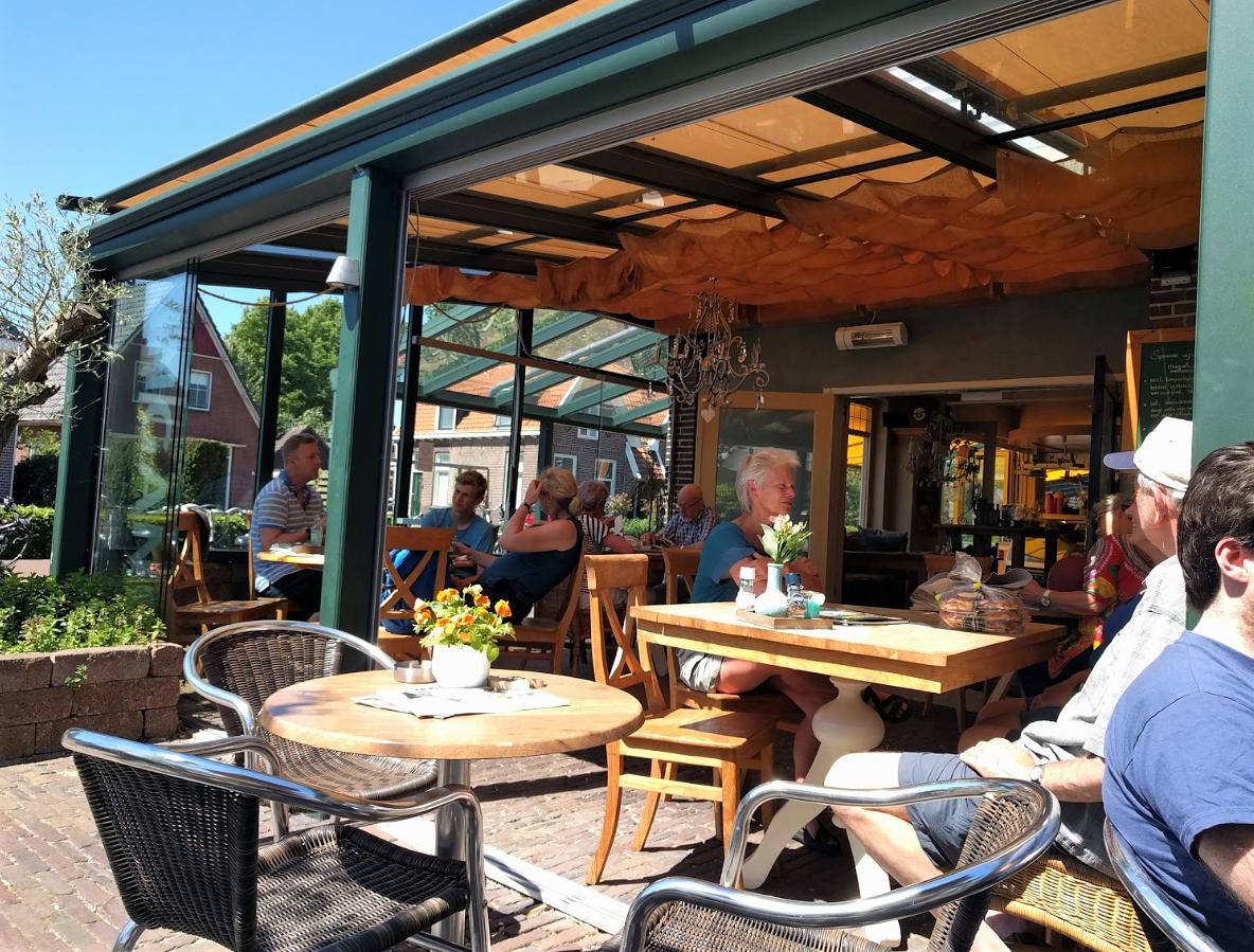 Serre, koffiekamer en terras